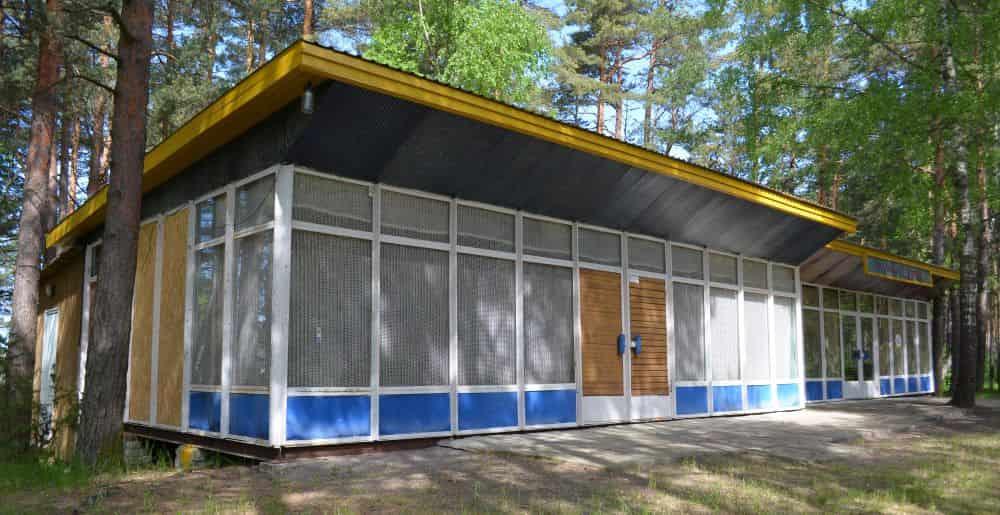 Nostalgiahõnguline rannabaar Pärnu-Ikla tee lähedal. Foto: Kaido Einama