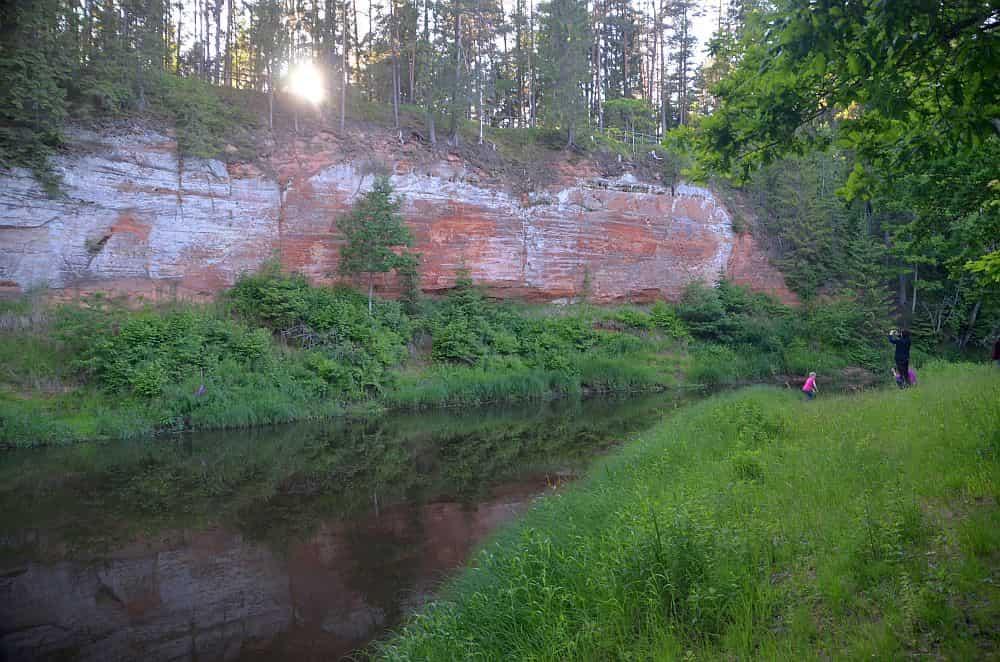 Salatsi jõe ääres